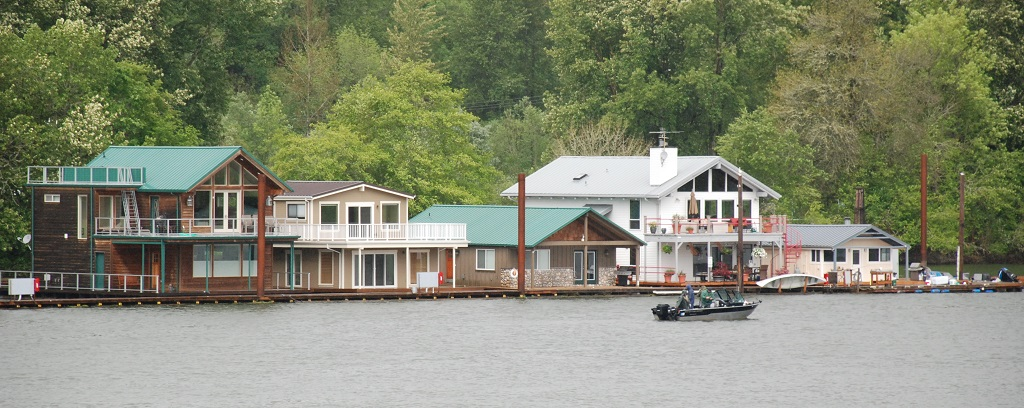 Mccuddy marina scappoose for Floating homes portland